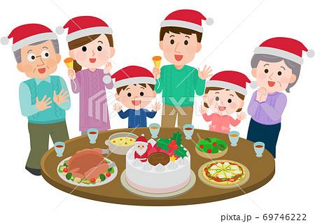 クリスマスパーティをする三世代家族 ごちそう イラスト 69746222