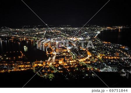 函館山からの函館市街の夜景 69751844