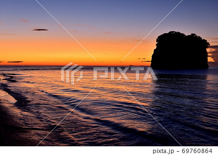 見附島の朝日 69760864
