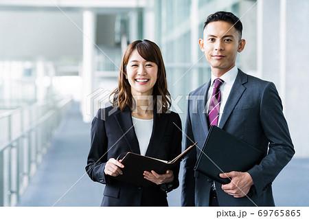 ビジネス 会議 打ち合わせ オフィス 69765865