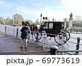 バッキンガム宮殿の郵便馬車 69773619