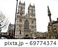 ウェストミンスター寺院西エントランスと「クリミア戦争とインド反乱記念碑」 69774374