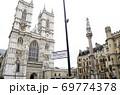 ウェストミンスター寺院西エントランスと「クリミア戦争とインド反乱記念碑」 69774378