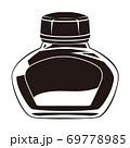 丸みのある黒のインクボトル 69778985