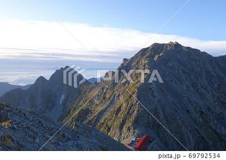 涸沢岳より望む奥穂高岳と前穂高岳 69792534