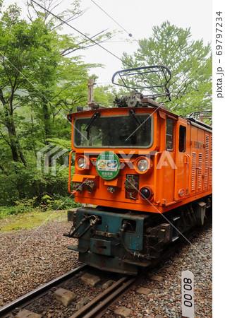 トロッコからの風景 すれ違う電車 69797234