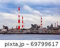 瀬戸内海コンビナートの風景です。環境に適合したPRや産業写真の背景にどうぞ。 広島県 69799617