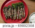 菜の花の豚肉巻き 69802308