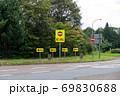 高速道路の進入禁止の標識 69830688