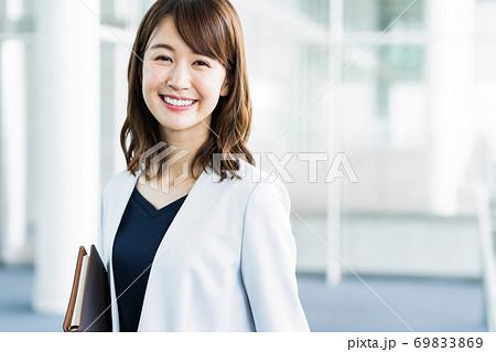 女性 ビジネス ビジネスウーマン オフィス 69833869