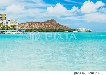 【ハワイ オアフ島】ワイキキビーチからみるダイヤモンドヘッド 69835120