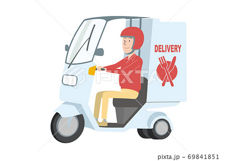 デリバリーバイクで出前をする男性 69841851