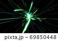 迫りくる光 ライト 緑 放射状 ネオン キラキラ デジタル 背景 69850448