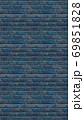 縦長サイズの青色のレンガの壁紙。シームレスパターン素材 69851828