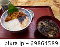 三色丼 69864589