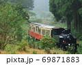 小湊鐵道「雨の日の山間部を走る里山トロッコ」 69871883