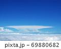 青い空と一面に広がる雲海 69880682