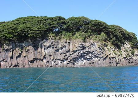 雄島(ハチの巣岩)東尋坊観光遊覧船からの風景 69887470