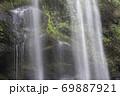 真夏の滝 69887921