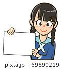 パネルを持った人物のイラスト/女子学生 69890219