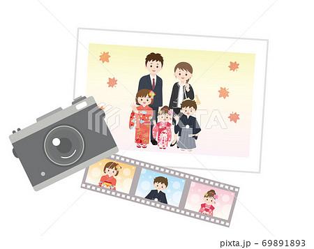 七五三 家族の写真 記念撮影のイラスト 69891893