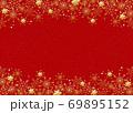 雪の結晶 背景 赤 金粉 69895152