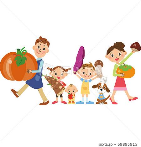 秋の食材を持つ家族 69895915