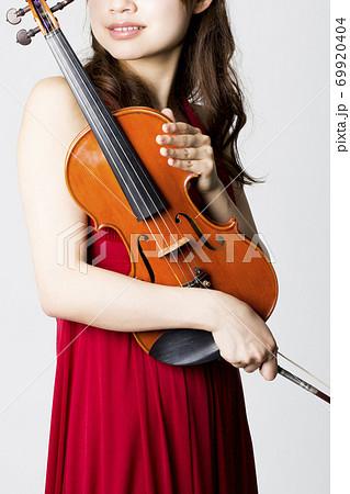 バイオリニスト 69920404