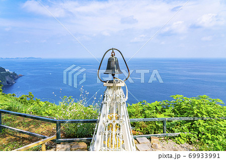 【静岡県】熱海 アカオハーブ&ローズガーデンのカップル岬にある鐘 69933991