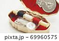 レトロなソーイングセットケース 69960575