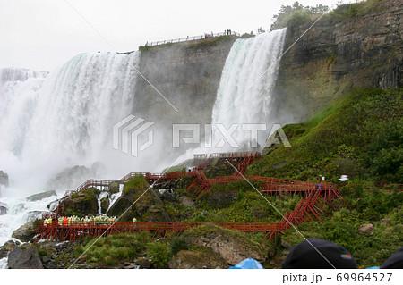 ナイアガラの滝 ブライダルベール滝とアメリカ滝 69964527