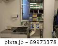 病院の医療用品置き場 69973378