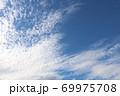 信州の秋の空うろこ雲 69975708