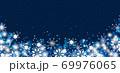 雪の結晶 ホワイト 背景 青 69976065