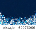 雪の結晶 ホワイト 背景 青 69976066