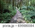夏目漱石ゆかりの草枕の道 69986084