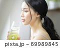 女性 ライフスタイル リラックス ダイエット デトックス 69989845