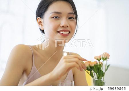 女性 ライフスタイル リラックス ダイエット デトックス 69989846