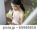女性 ライフスタイル リラックス ダイエット デトックス 69989858
