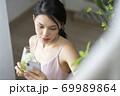 女性 ライフスタイル リラックス ダイエット デトックス 69989864