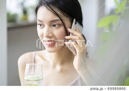 女性 ライフスタイル リラックス ダイエット デトックス 69989866