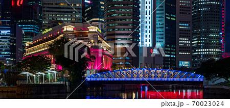 【シンガポール】シンガポール・アンダーソン橋の夜景 70023024