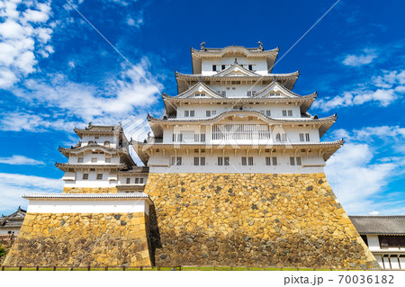 【世界遺産】姫路城の全景 大天守前の広場から撮影 70036182