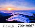 弥山山頂の日の出 70049667
