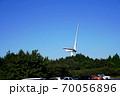 三重県 青山高原 駐車場と風車(風力発電、初秋) 70056896