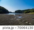 青空の小網代の森の風景 10月 70064130
