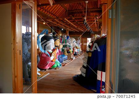 大阪城残石記念公園、伊喜末八幡宮秋祭りのだしの展示の様子(小海の舞台棟)・小豆島・北浦港(1) 70071245