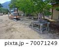 大阪城残石記念公園、石垣を運ぶ修羅(ソリ)と、引っ張るろくろ(木製のウィンチ)・小豆島・北浦港(2) 70071249