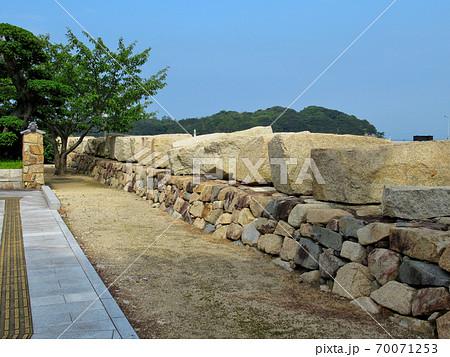 大阪城残石記念公園、大阪城修復の時に残された、切り出された40個の石垣の岩・小豆島・北浦港(2) 70071253