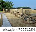 大阪城残石記念公園、大阪城修復の時に残された、切り出された40個の石垣の岩・小豆島・北浦港(3) 70071254